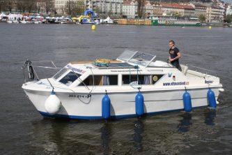 Viking 800 na Vltavě ve stověžaté Praze - SP Praha s.r.o.