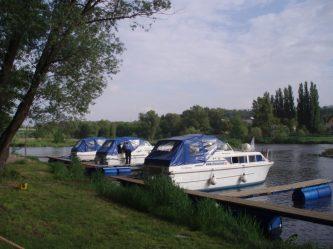 Všechna tři plavidla Viking 800 hezky vedle sebe v domovském přístavu Kralupy nad Vltavou - SP Praha s.r.o.