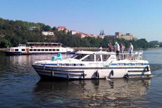 Tarpon 42 A - největší charterové plavidlo v České republice - SP Praha s.r.o.