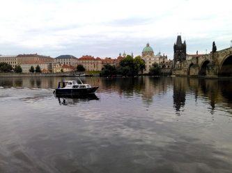 Patricia v plné plavbě u Karlova mostu v Praze - SP Praha s.r.o.