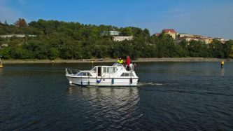 Viking 1000 - mimořádně komfortní plavidlo pro 4 až 6 osob - SP Praha s.r.o.