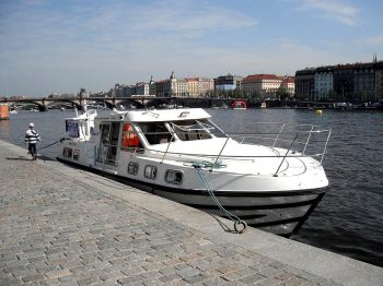 Tarpon 37N na smíchovské náplavce v Praze - SP Praha s.r.o.