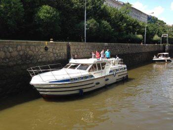 Tarpon 42 A v plavební komoře Praha Smíchov - SP Praha s.r.o.