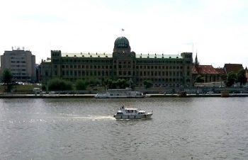 Viking 1000 v plné jízdě před Ministerstvem průmyslu a obchodu v Praze - SP Praha s.r.o.