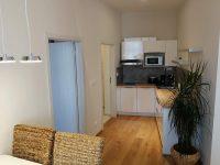 Jídelní a kuchyňský kout - SKLEP accommodation - apartmány a hostel v centru Prahy
